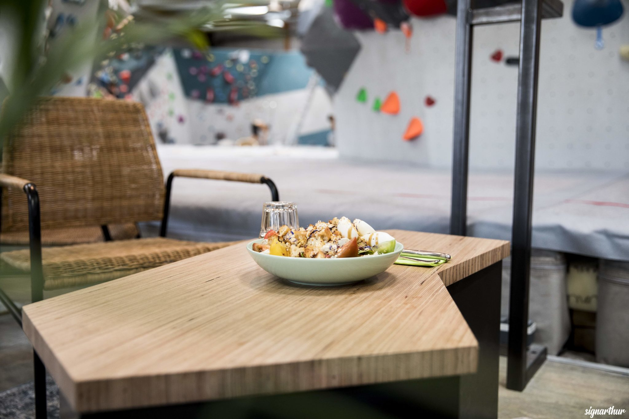 salade à vertical'art nantes salle d'escalade, restaurant et bar