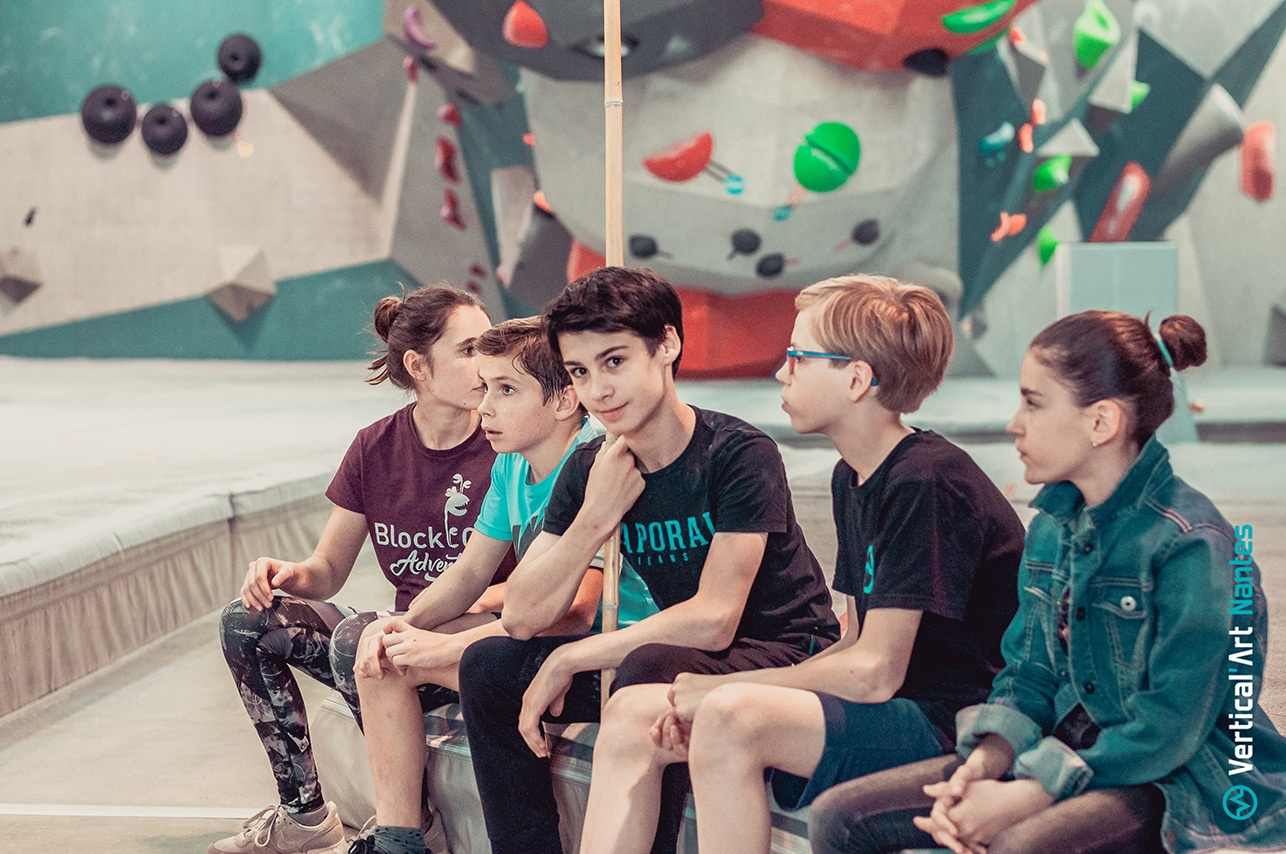 stage enfants à Vertical'Art Nantes pour les vacances d'été salle d'escalade de bloc indoor